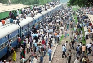 Puja-Holiday_heavy_rush_train