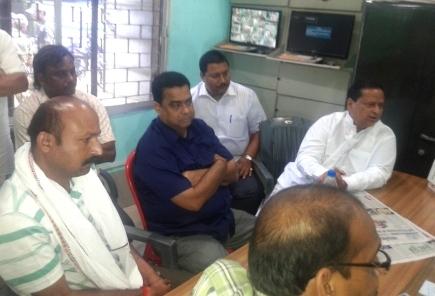Niranjan Patnaik at the jail with Talcher MLA BK Pradhan
