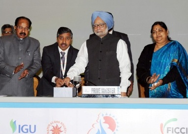 PM, Dr. Manmohan Singh dedicating the GAIL (India) Limited?s 1,000 km-long natural gas pipeline from Dabhol, Maharashtra to Bengaluru