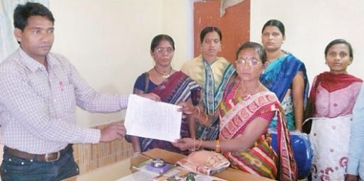 Bandhugaon PRI members resigning