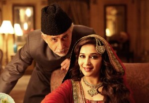 Naseer and Madhuri in Dedh Ishqiya ( pic : cdn.urbanasian.com)