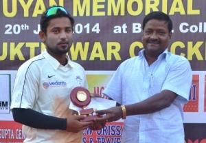 Sumitosh Praharaj received MoM award from Pratap Jena