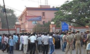 Salia Sahi slum locals gherao DCP office