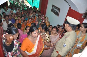 Voters of Saliasahi in Ward No-21 gheraoed the state election commission (SEC)1 (1)
