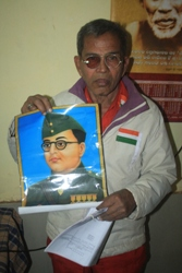 Accused Upendra Mohanty with the picture of his hero