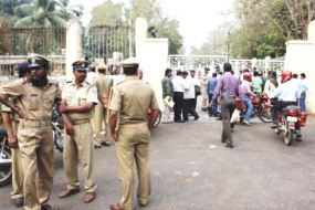 Picketing by Congress workers in front of Assembly