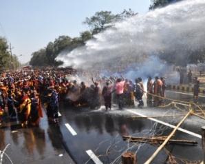 Anganabadi karmachari nka bibhirna dabi re pmg thare police saha dhastadhasti0112