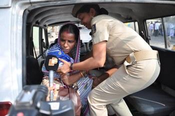 Gayan Sathi ra Pranati Hotta  nku Navin Nivas tharu Police Arrest karuchanti (1)