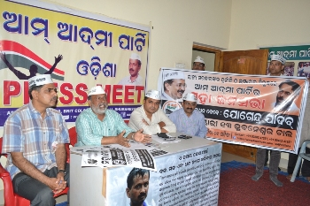PRESS MEET OF THE AAM AADMI PARTY. (3)