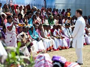 Rahul Gandhi interacting with women in Jharkhand