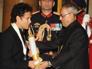 Tendulkar receiving Bharat Ratna from the President (PIB)