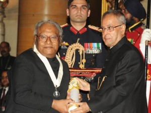 CNR Rao receiving Bharat Ratna from the President (PIB)