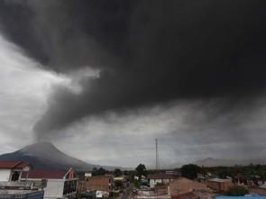 Mount Sinabung (pic courtesy news.bbcimg.co.uk )
