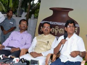 AOP chief Soumya Ranjan with Swaraj Mishra ( L), UB chief Kharavel Swain