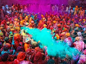 ( A super Holi pic by wishpicker.com )