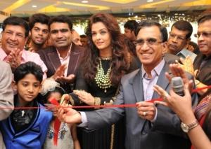 Aishwarya Rai Bachchan at Kalyan Store inauguration (IANS)