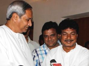 Sudam Marandi with Naveen Patnaik after joining BJD