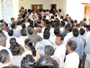 crowd at Naveen Niwas