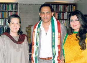 Md Azharuddin with Sonia Gandhi and wife Sangeeta ( iftekharshareef.com)