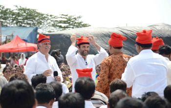 rahul with fishermen