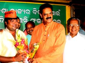 Actor Pintu Nanda (left) joins BJP