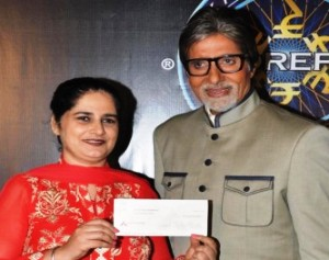 KBC winner Sunmeet Kaur with Big B (IANS pic)