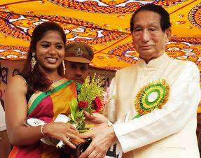 Valentina being felicitated by Governor Dr Jamir