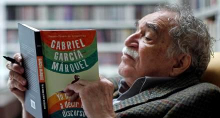 """Colombia's Nobel Literature Prize laureate Gabriel Garcia Marquez reads his latest book, titled """"I Didn't Come Here to Make a Speech"""", at his home in Mexico City, Monday, Nov. 1, 2010. The compilation of his speeches about politics, literature and other topics, was presented in Mexico City last Thursday. (AP Photo/Miguel Tovar)"""