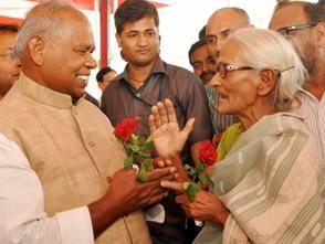 An elderly lady congratulates Bihar Chief Minister Jitan Ram Majhi  (Photo: IANS)