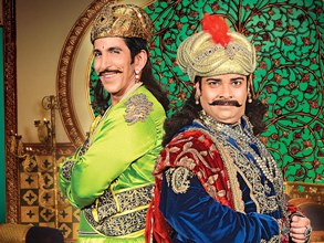 Kiku Sharda (R) in Akbar Birbal