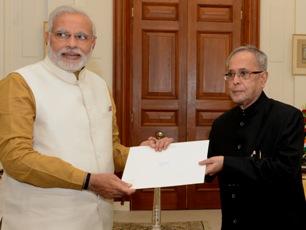 President Pranab Mukherjee invites Narendra Modi to form the next government.(PIB)