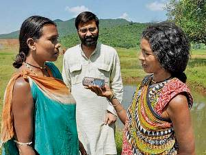 Choudhary training tribal women to report local issues to CGnet Swara (source-mid-day.com)