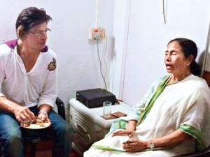 Shah Rukh with Mamata Banerjee (courtesy: thetelegraphindia.com)