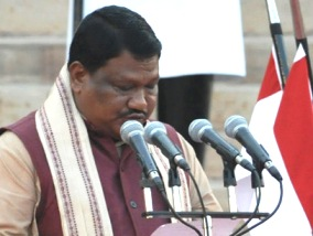 Jual Oram taking oath