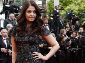 Aishwarya at Cannes in 2013 (source : business24-7.ae)
