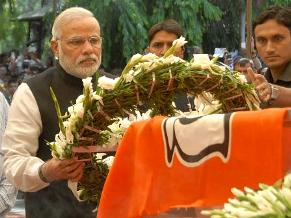 PM Narendra Modi pays his last respect to Union Minister Gopinath Munde at BJP headquarters in New Delhi on June 3, 2014.   M. Venkaiah Naidu. (Photo: IANS)