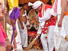 Dr Achyut Samant performing Chhera Pahanra