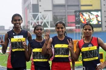 Dutee Chand (extreme Right) and her team mates flashing the 'V' sign after their win the 4 X 400 meter relay