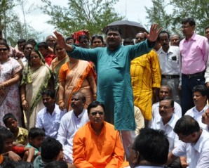 Jual Oram addressing anti-Posco protesters in Dhinkia in  2011