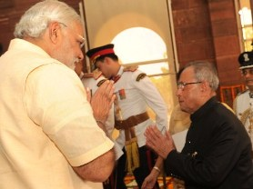 PM Modi welcoming President Pranab at the Parliament (PIB)