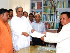 CM Naven Patnaik handing over Marandi's nomination papers ( Pic - Biswaranjan Mishra)