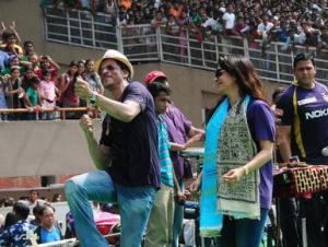Shah Rukh Juhi at KKR celebrations  (source: thehindu.com)