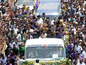 KKR victory procession (pic source : AFP photo)