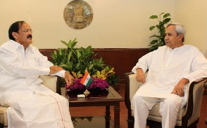 Naveen Patnaik with Union minister Naidu (PIB)