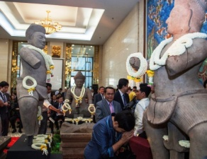 Cambodia's 1000 year old statues (courtesy:scpr.org)