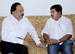 Union Health minister Harsh Vardhan and Odisha Health minister Atanu Sabyasachi Nayak during a meeting in Bhubanesar on Saturday (Pix: Biswaranjan Mishra)