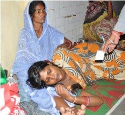 Anusmita lying on hospital verandah after the delivery (pIc-Biswaranjan)