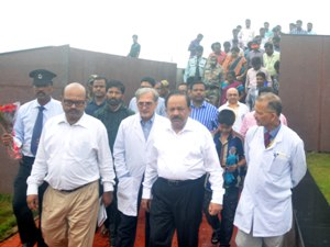 Union Health  minister Dr Harsh Vardhan visiting the AIIMS, Bhubaneswar (Pix: Biswa Ranjan Mishra)
