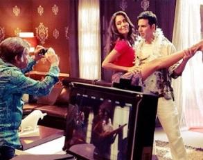 Akshay Kumar & Lisa in 'Shaukeen'