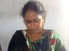 lady-drug-peddler-arrested